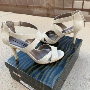 NWT Moda Nude high heel sandals